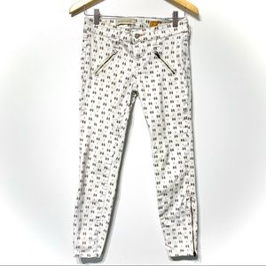 Anthro Pilcro feather fern print white jeans moto